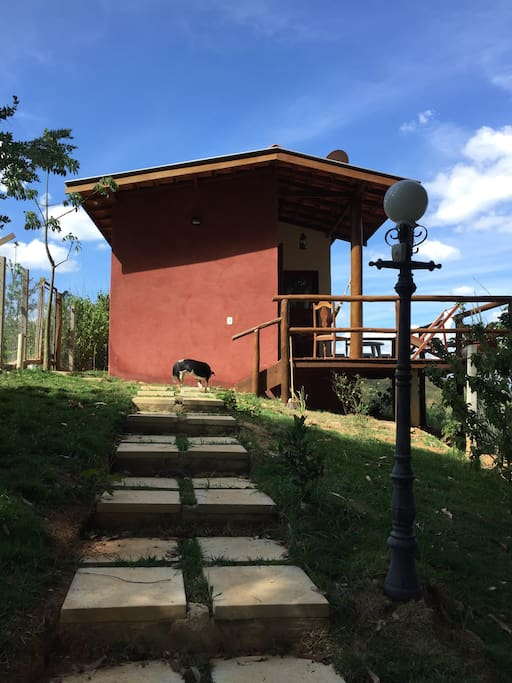 Vista do chalé entrada e deck