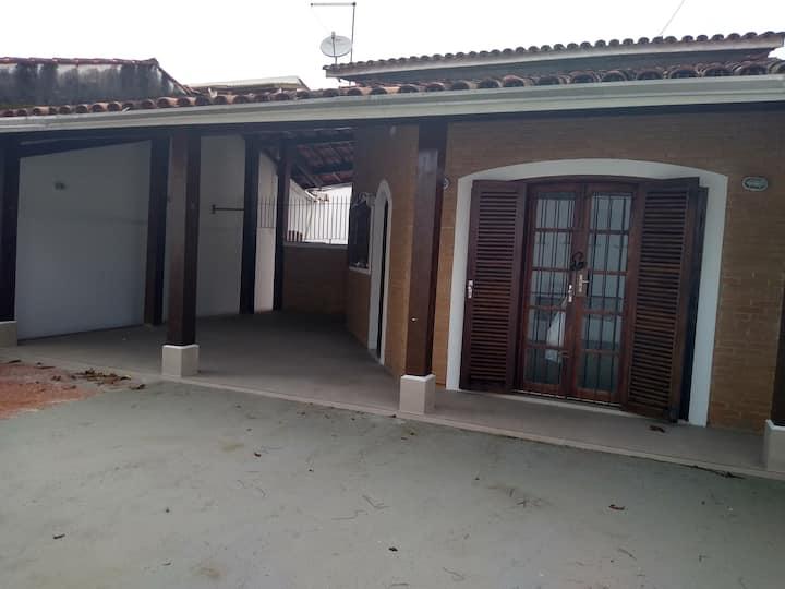 Casa  em Ubatuba.50 mtrs da praia Pereque acu.