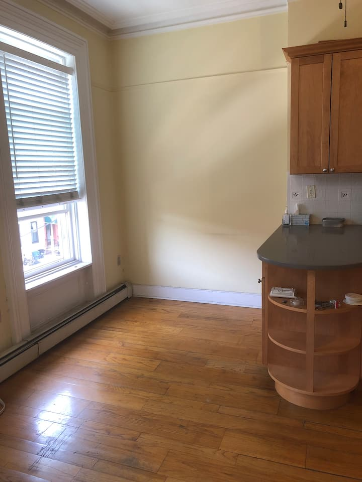 Clean and bright 2 bdrm in center of Hoboken