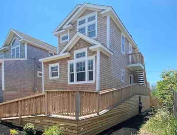 Brand New Luxury Home with Hot Tub in Ocean Beach!