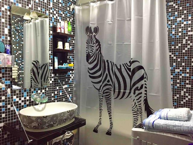 【黎光】市中心地铁边洁癖之家,投影浴缸密码锁,只为苛刻要求卫生的情侣闺蜜,重要景点商圈就在身边