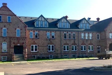 Historic building studio apartment - Sioux Falls