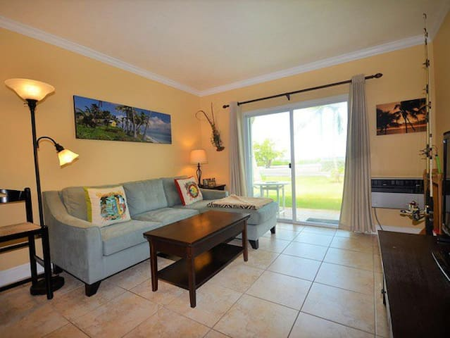 Charming, Tropically inspired condo in Duck Key