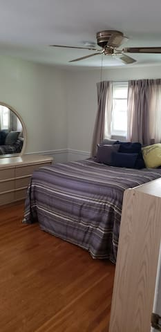 Best location Private bed/bath in King of Prussia
