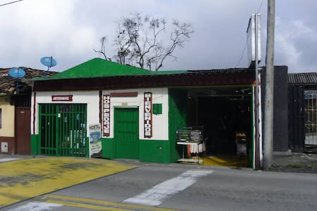 Hostal La Bella, Calarca, Quindio - Habitación 02 - Calarcá