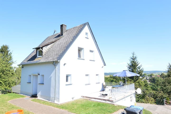 Peaceful Holiday Home  in Rascheid near Forest