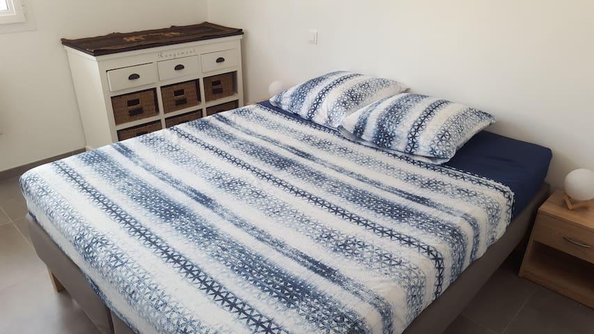 Chambre avec 2 lits 80 attachables en 160