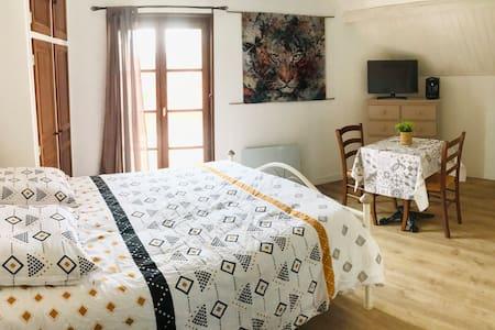 """Chambre cocooning """"Tigre"""" au cœur de Curemonte"""