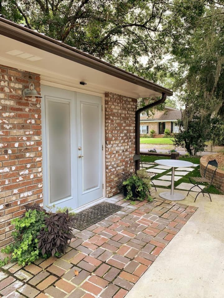 Charleston Guesthouse Getaway!