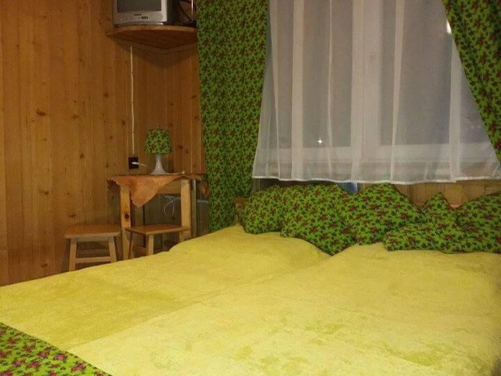 Pokój dwuosobowy bed&breakfast z podwójnym łóżkiem