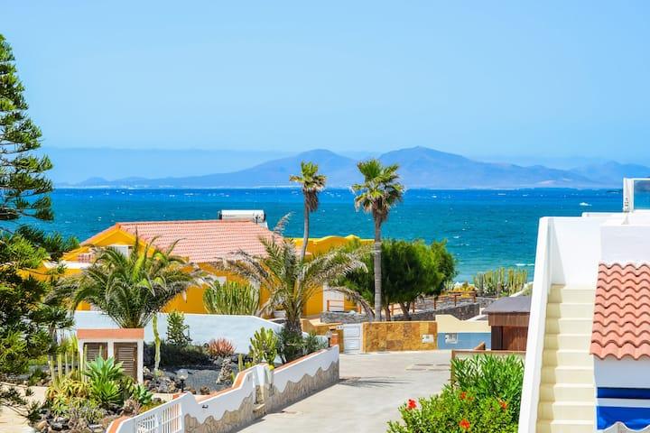 Bohemian Villa Paradise- Sea Views & Fast Wifi