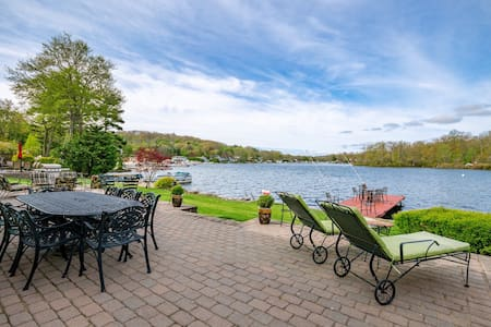 Lakefront Family-Friendly Getaway with Activities