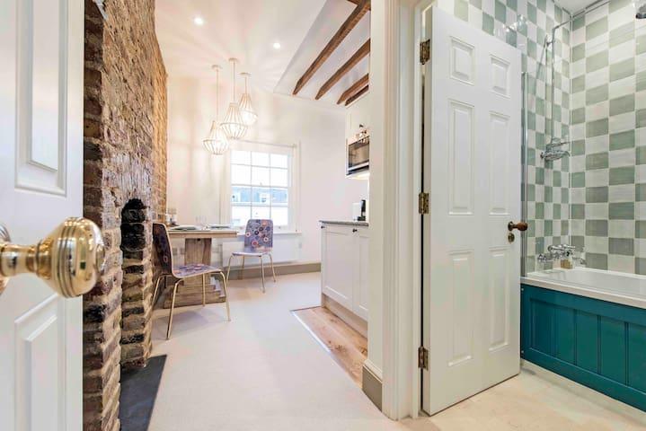 Studio 4 Pimlico Westminster London SW1 4th fl