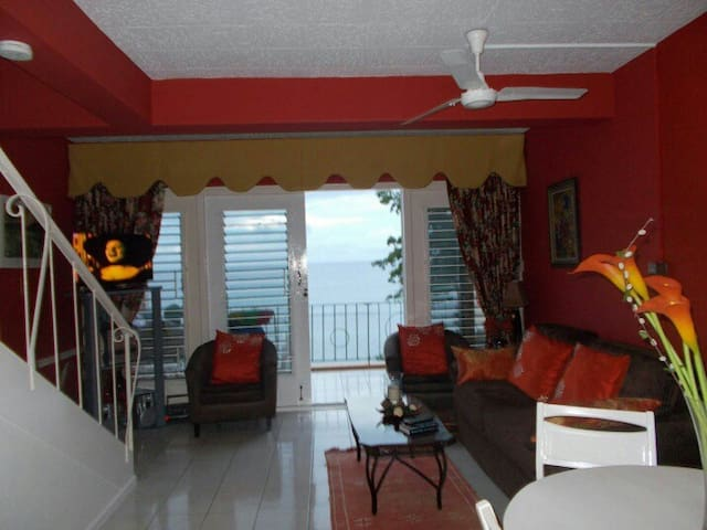 Private Beach/Seafront Apartment - Ocho Rios - Lejlighed