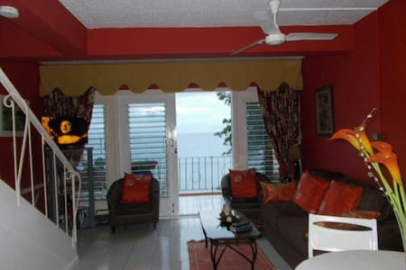 Private Beach/Seafront Apartment - Ocho Rios - Wohnung