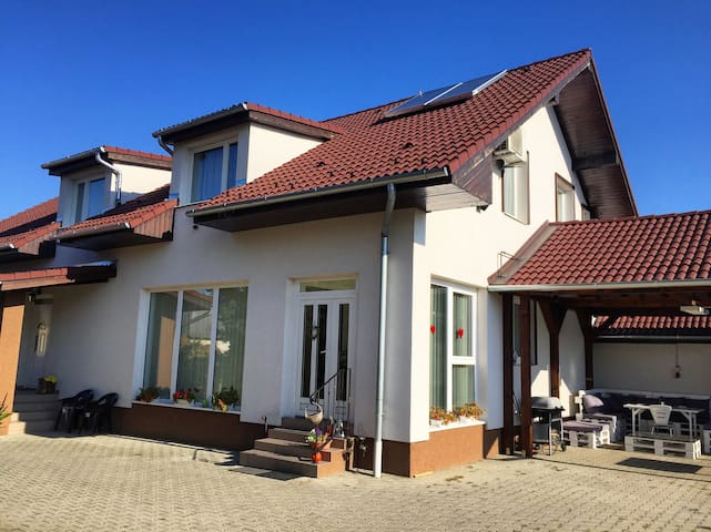 Guesthouse (1km from Aquapark and Zoo) with garden