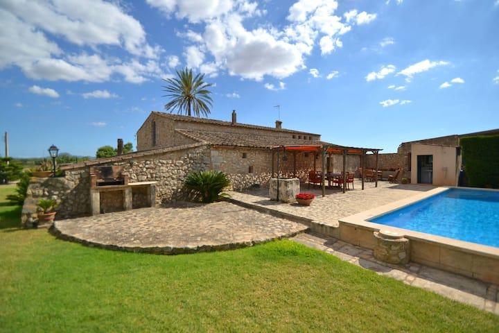 Lovely Holiday Home in Vilafranca de Bonany with Pool