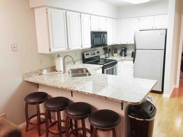 Large updated condo w/ stocked kitchen, A/C & WiFi