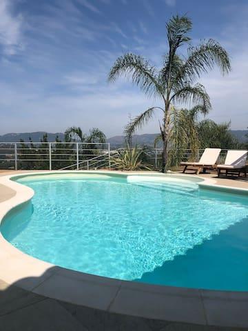 科西嘉岛海景泳池套房民宿