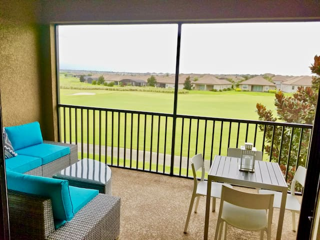 Spectacular condo with Golf Views-20 min to Disney