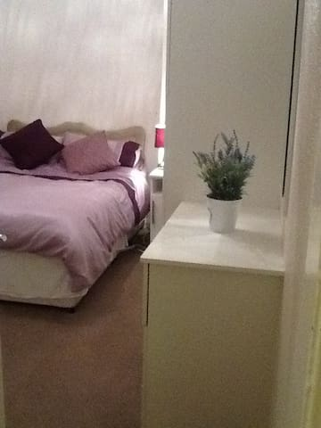 Comfortable small double room - Westhoughton - Rumah