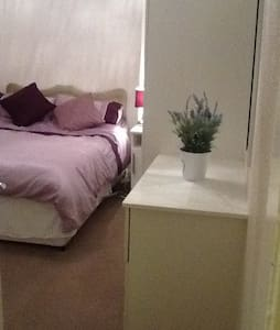 Comfortable small double room - Westhoughton