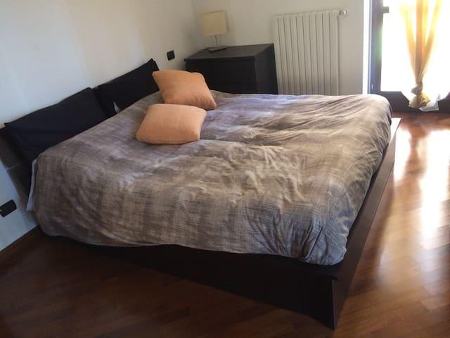Confortevole Bilocale con Idromassaggio - Peschiera Borromeo - Apartment