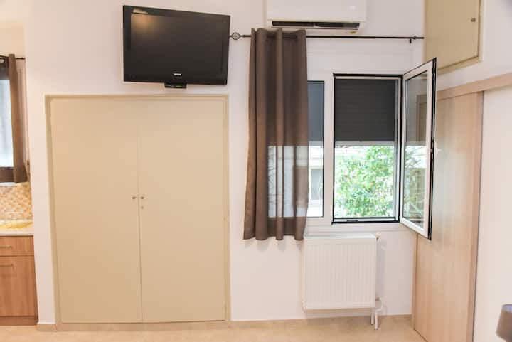 Central modern fully equipped double bed Studio