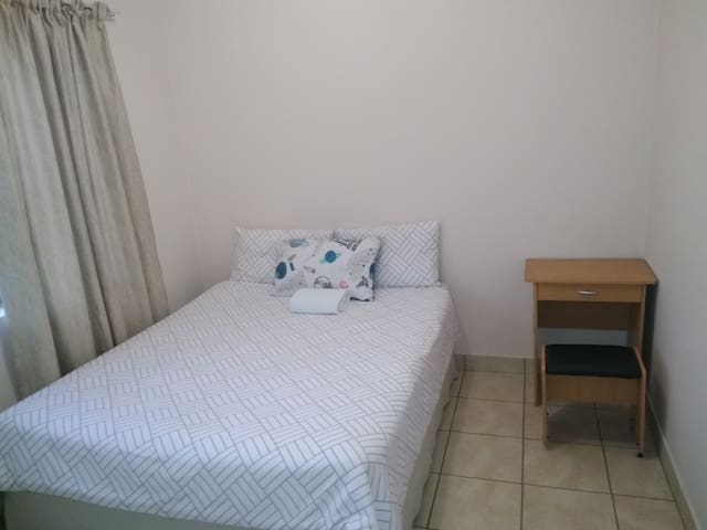 Safe and Quiet Apartment by Mall of Africa