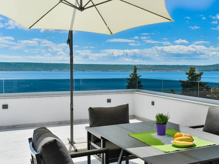 New 2020! Villa FUTURA with magnificant seaview