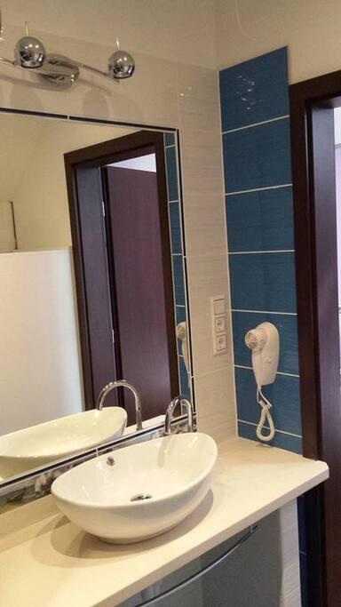 3 apartment bathroom