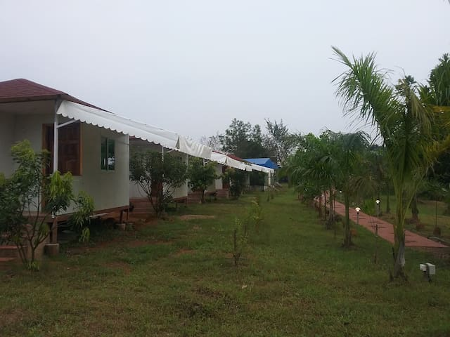 The Waterfront, Farm at Kolad,Breakfast included F