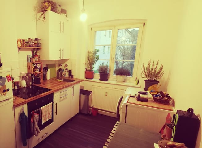 Cozy room in shared flat close to Friechrichshain