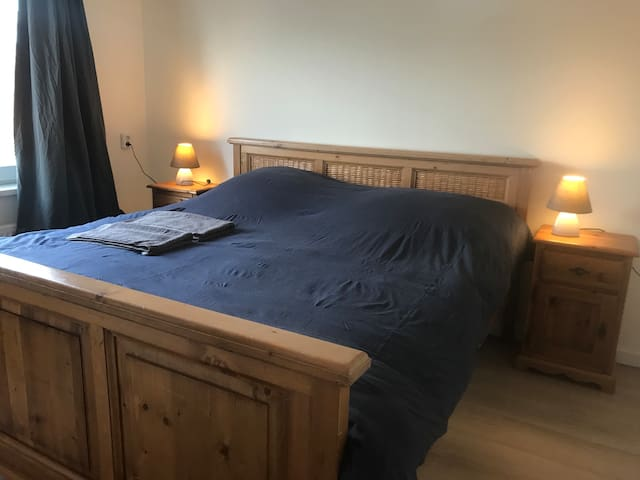 20 min from center - King Size Bed