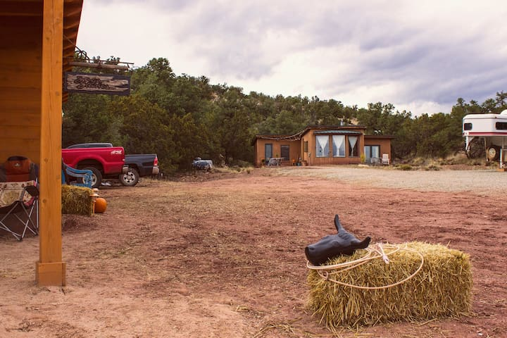 SPIRIT OF THE WEST off the grid, solar guesthouse