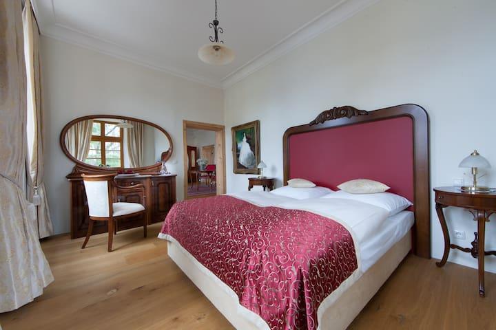 Schloss Hotel Gerzen Suite Sissi
