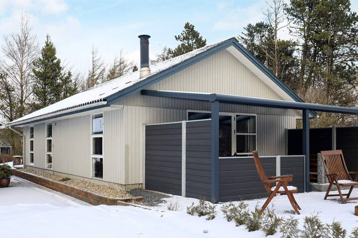 8 person holiday home in Oksbøl