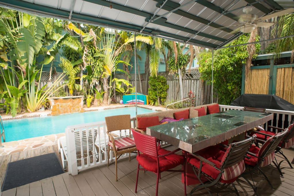 Pool dining and deck