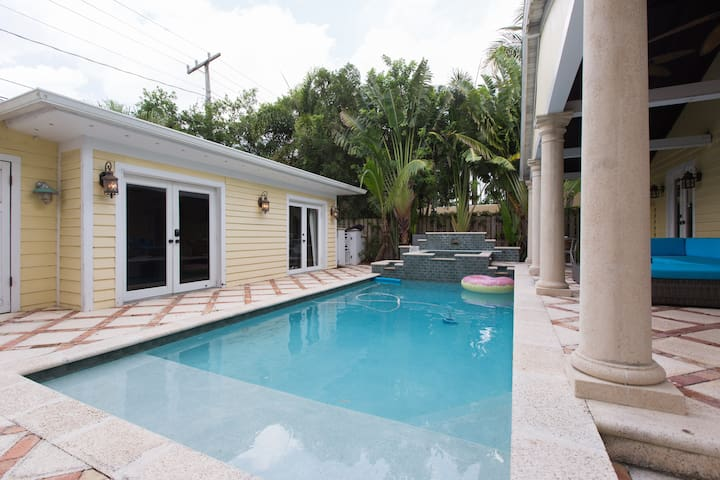 Beautifully Renovated Old Northwood Cottage - West Palm Beach - Villa