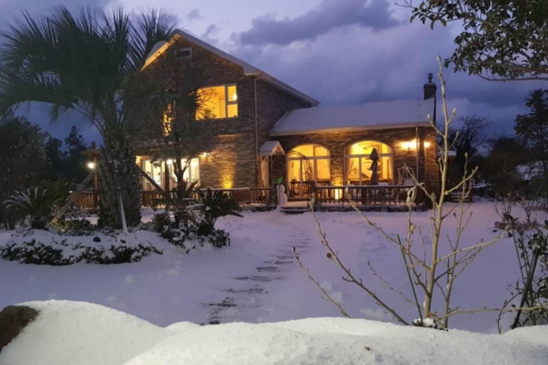눈내리는 밤/ cozy light in snowy night