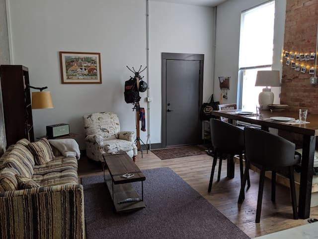 Spacious apartment in the heart of OTR, w/ parking