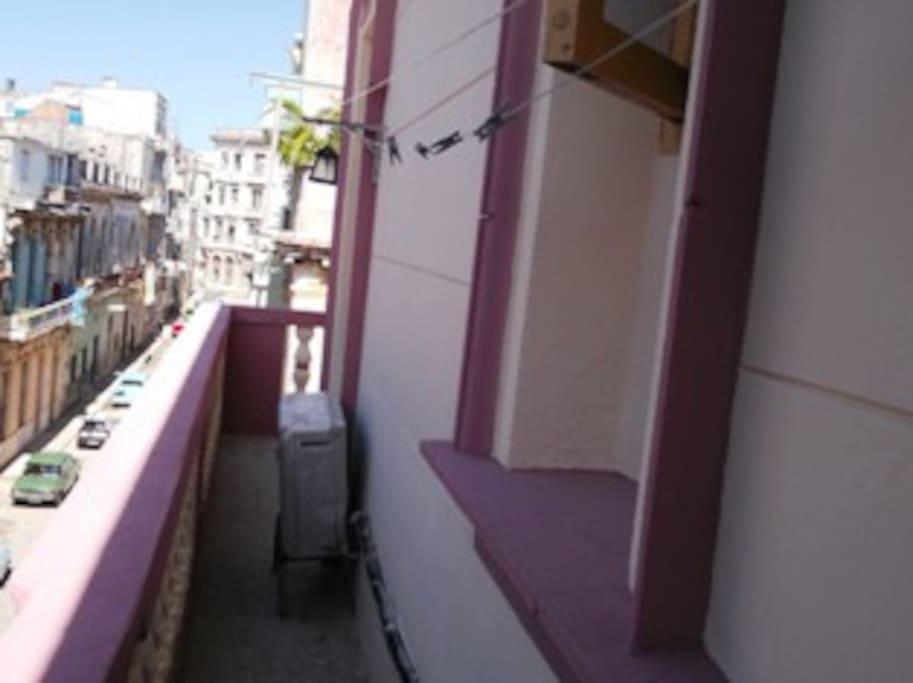 Balcón con vista a la calle