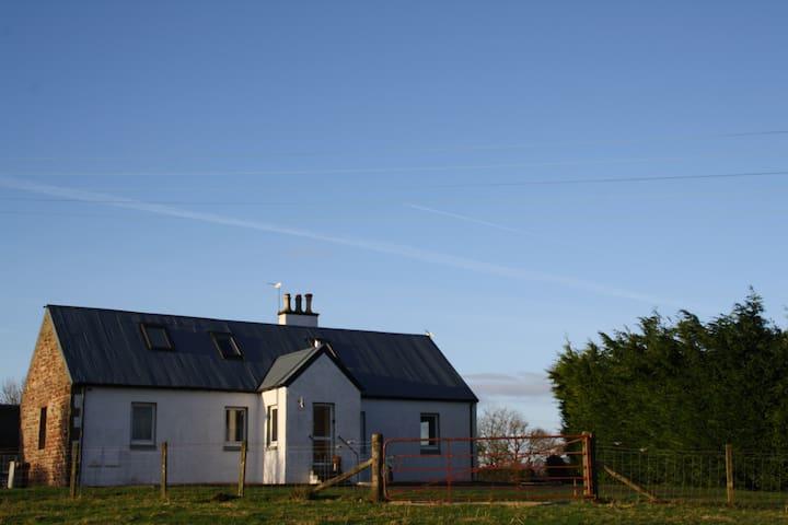Dun Ruadh Cottage Loch Lomond