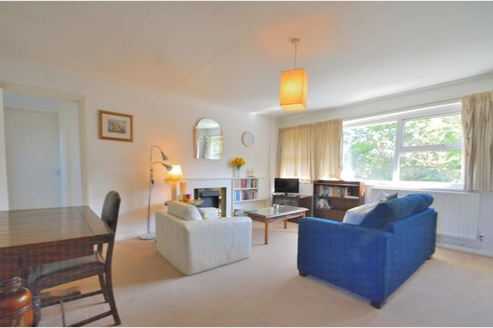 Private flat in North London near Southgate tube