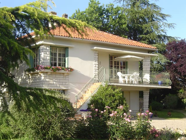 Le Grand Maine, Rural apartment with pool - Villeneuve-de-Duras - Apartament