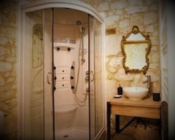 Le Manoir B&B Bedroom 4 - Heated Pool & Hot Tub
