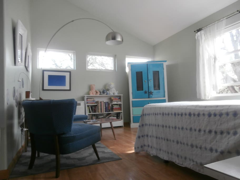 High ceilings, many windows, TV in cabinet, queen bed
