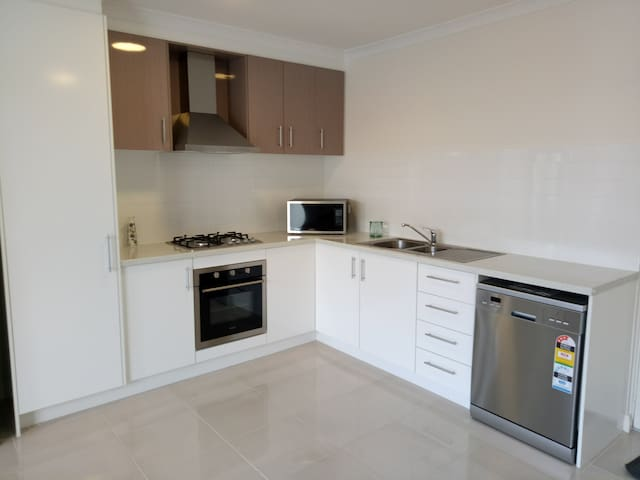 Brand New Apartment 5 mins from Scarborough Beach