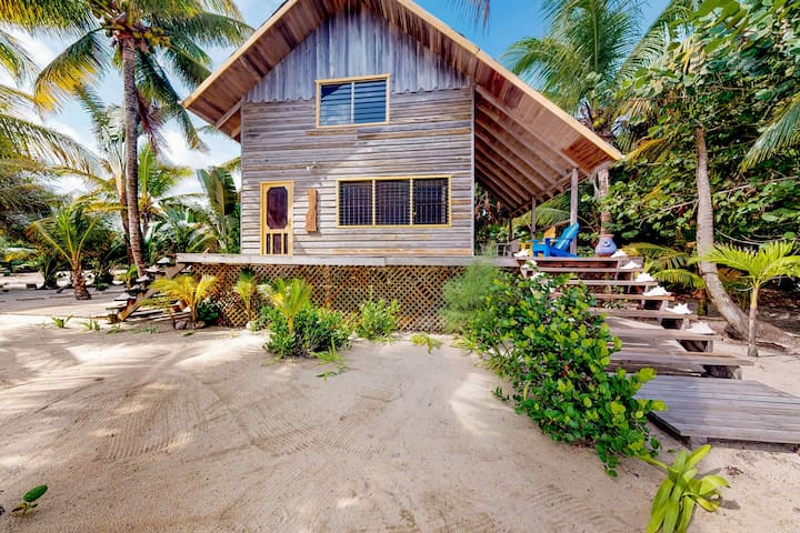 Romantic home - oceanfront, dock, hammock, veranda and outdoor dining