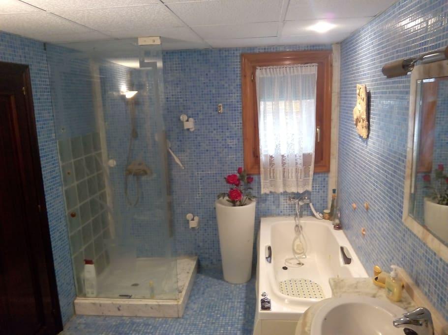 Baño/Bathroom with jacuzzi